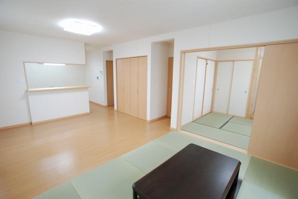 倉敷市・4LDKの落ち着いた住宅 リビングルーム