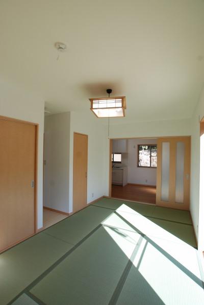 吉備中央町の平屋の家・押入れのある居間