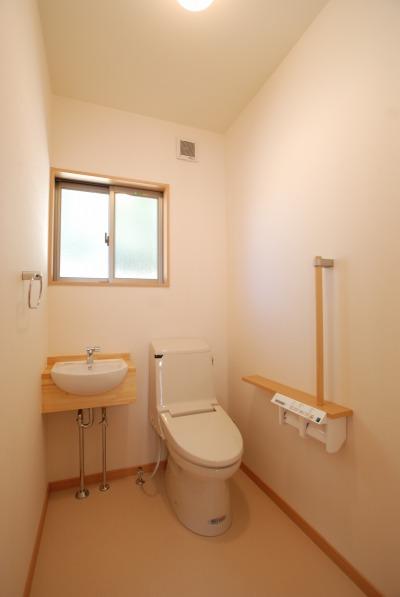 吉備中央町の平屋の家・手すりのあるトイレ