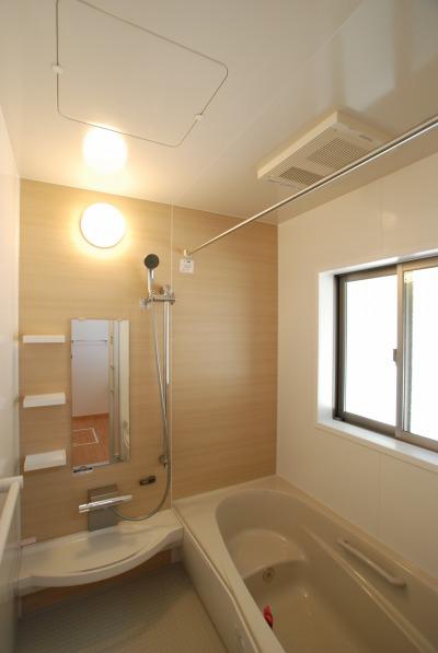 吉備中央町の平屋の家・暖房器具を完備した浴室と脱衣所
