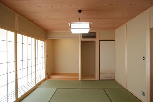 吉備中央町の平屋の家・床の間のある和室