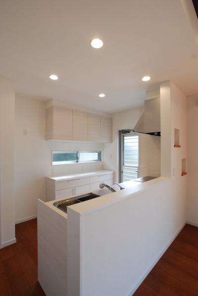 清潔感のある白いキッチン