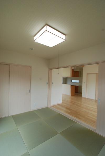 LDKの一角に設けられた和室は、ちょっと横になりたいときや来客時に便利です。