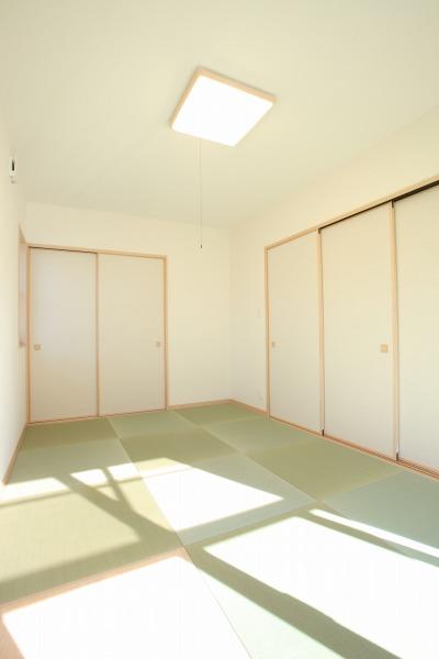 畳敷きのリビング 3枚扉を閉じた場合