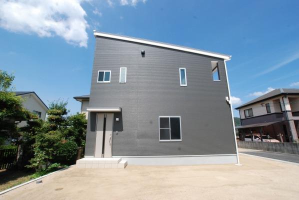 倉敷市 1階ガレージ2階は広々LDKの家