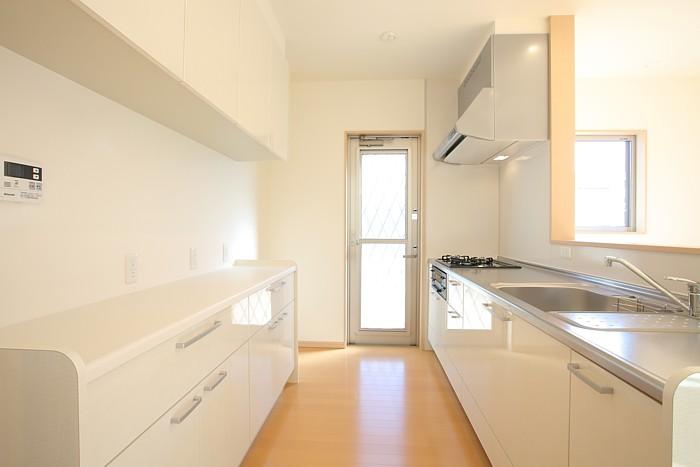 倉敷市 仕切れる畳敷きリビング18帖 切妻屋根の家 内装