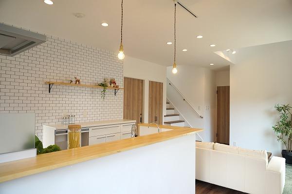 シンプルなカフェ風LDKの家
