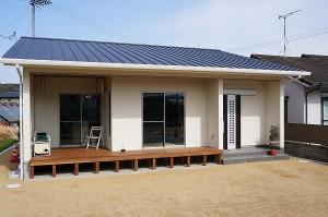 岡山市 自然の素材を使った平屋の家・ウッドデッキ