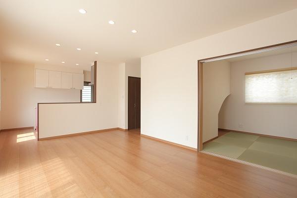 倉敷市玉島 ピンク色のキッチンが可愛い4LDKの家 内装